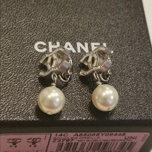 Chanel pearls Earrings